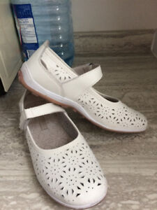 Causal and cool flowered white ladies shoes by Tender Tootsies