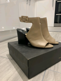 Black & Tan Leather heels