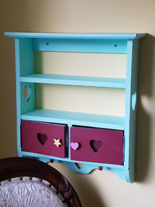 Heart shelf, too cute to pass up, Asking only $10.00
