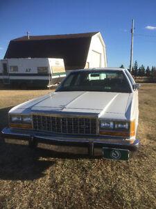 1987 Ford Crown Victoria LTD Sedan