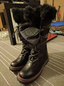 Brand new pajar boots with small imperfection
