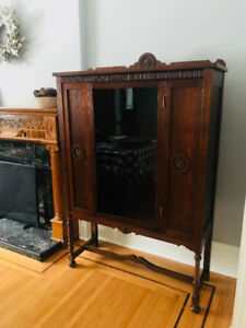 China Cabinet - Beautifully Restored Antique 1/4 Cut Oak