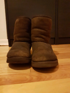 Ugg brown boots EXCELLENT CONDITION sz5