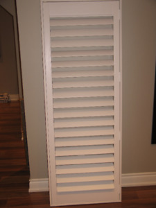 3 Vinyl California shutters (pic. shows one only)
