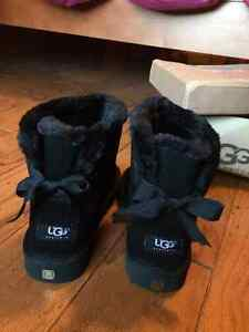 Size 8 Brand New Mini Bailey Bow UGG Boots Windsor Region Ontario image 1
