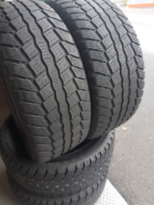 275/55R20 WINTER CLAW BRAND , 4 BEAUX TIRE D'HVER