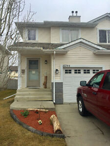 FULLY RENOVATED 3 BED 3 BATH DUPLEX IN HOLLICK CANYON