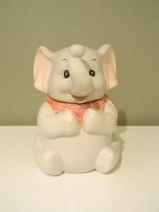 Éléphant (pot/ jarre à biscuit)