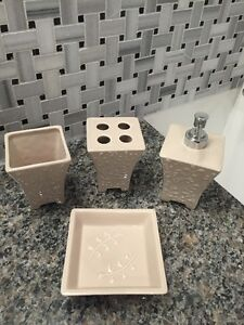 CERAMIC BATH DECOR ACCESSORY SET