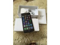 iPhone 6 black 16 GB on EE has a cracked screen in excellent working condition