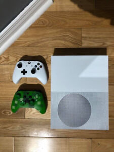 Xbox One S 500GB (Comes with Turtle Beach and Creeper Controller