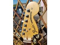 FENDER STRATOCASTER . AMERICAN SPECIAL SUNBURST . GREAT CONDITION .
