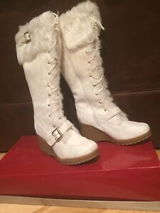 NEW PRICE - Women's white faux fur trim boots - NEW