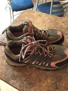 Wonen's safety shoes size 7.5