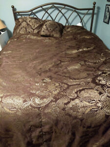 Used Double Brown Quilt with Pillow Cases, Pillow and Runner