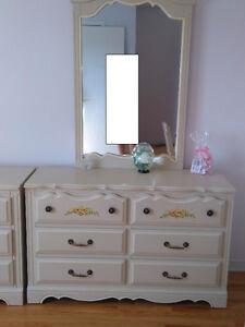 set de chambre avec lit a baldequin en chene massif West Island Greater Montréal image 1