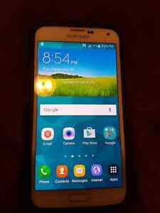 Unlocked Samsung s5, with 128 members card