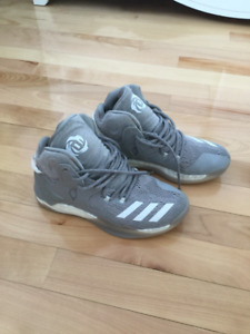 Derrick Rose Basketball Shoes Size 5.5 kids