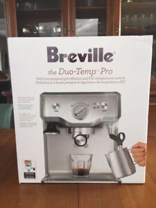 Ensemble machine espresso + moulin Breville AUBAINE NEUF