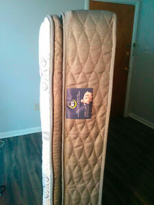 Quilted Queen Bed, Serta Mattress and metal wheeled frame $550 Kingston Kingston Area image 4