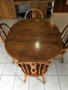 Beautiful Oak Table and Chairs.  Good condition, solid oak wood.
