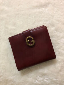 c5bb2276f17 Authentic GUCCI slim leather bifold wallet - excellent condition