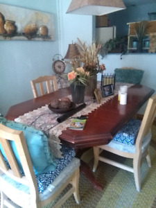 Beautiful dinning room table and chairs