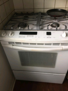 White stove for sale. Only $200 pr best offer