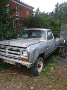 88 dodge w100 4x4 for parts.