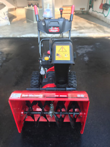 SNOW BLOWER (26 INCHES ) LIKE BRAND NEW