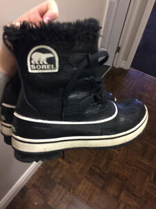 WOMENS SIZE.8 SOREL WINTER BOOTS