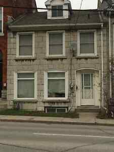 4 BEDROOM STUDENT RENTAL - CLOSE TO QUEENS AND DOWNTOWN!