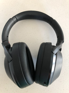 Sony MDR1000x noise-cancelling headphones *** MINT