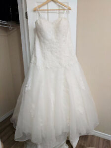 CARA MIA Ivory Wedding Dress 16W $400 OBO Never Used