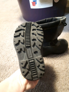 Size 6 toddler Columbia boots