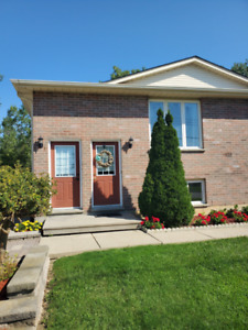 Bright 3 Bed Unit For Rent Located in Petrolia