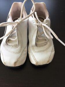 Girls Size 6 Puma Running Shoes  Kitchener / Waterloo Kitchener Area image 1