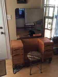 REDUCED ANTIQUE MAKEUP VANITY CHAIR MIRROR.[SACKVILLE]