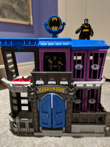 HUGE Lot of SuperHero Imaginext Toys - Buildings and Vehicles