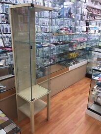 Glass retail cabinet