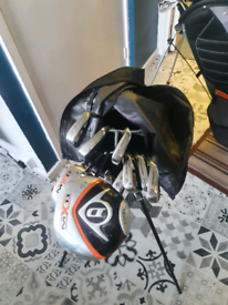 Dunlop golf club set with bag