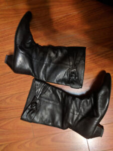 Nearly new  black boots for sping, size 39 (9), $10