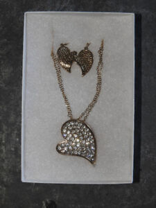 NEW heart themed earring &; necklace set (great gift idea!)