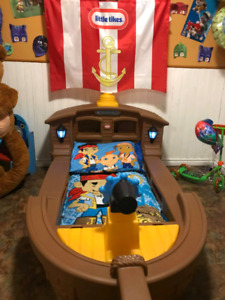Little tikes pirate themed bed (mattress and bedding included)
