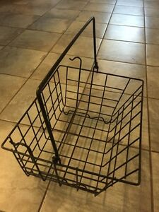 BLACK WALKER WIRE BASKET