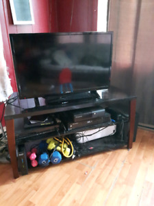 32 Inch Smart TV and Stand