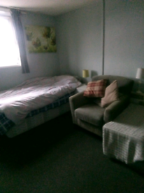 Studio flat in st george Dss welcome