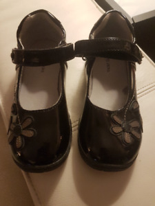 Jumping Jacks black patent leather mary janes, size 11.5 (29)
