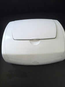 Prince Lionheart Premium Wipe Warmer and Refill Pillow pack Kitchener / Waterloo Kitchener Area image 1