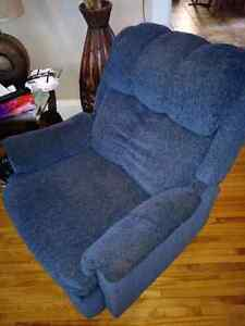 Blue recliner  London Ontario image 2